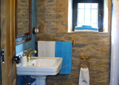 Vista del baño en la casa rural