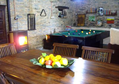Vistas del salón con la mesa de billar